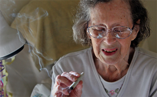 Senior citizen use of medical cannabis rises exponentially as prescription numbers drop
